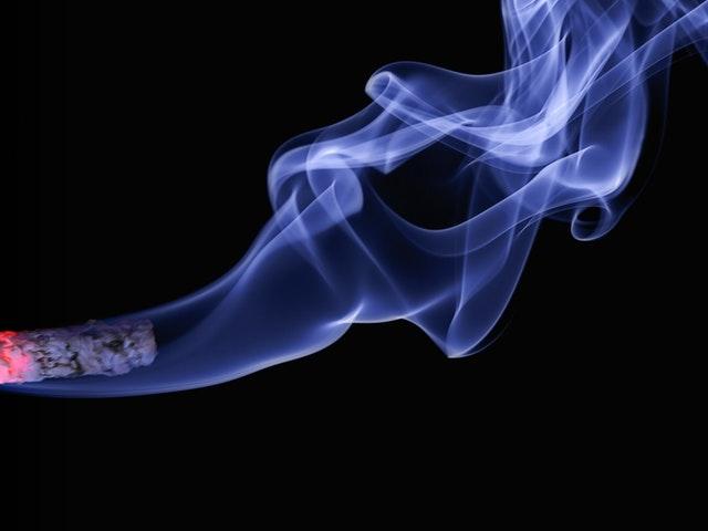 Rök från en cigarett